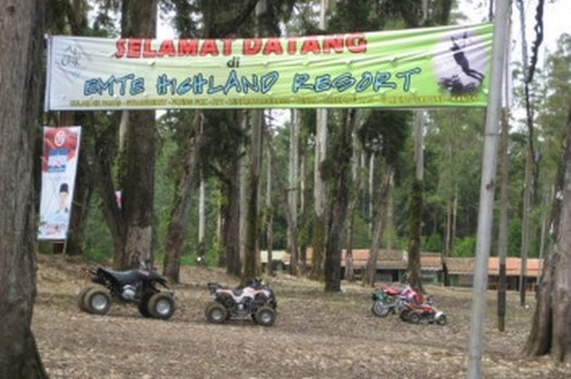 Bermain ATV di eMTe Highland Resort Ciwidey